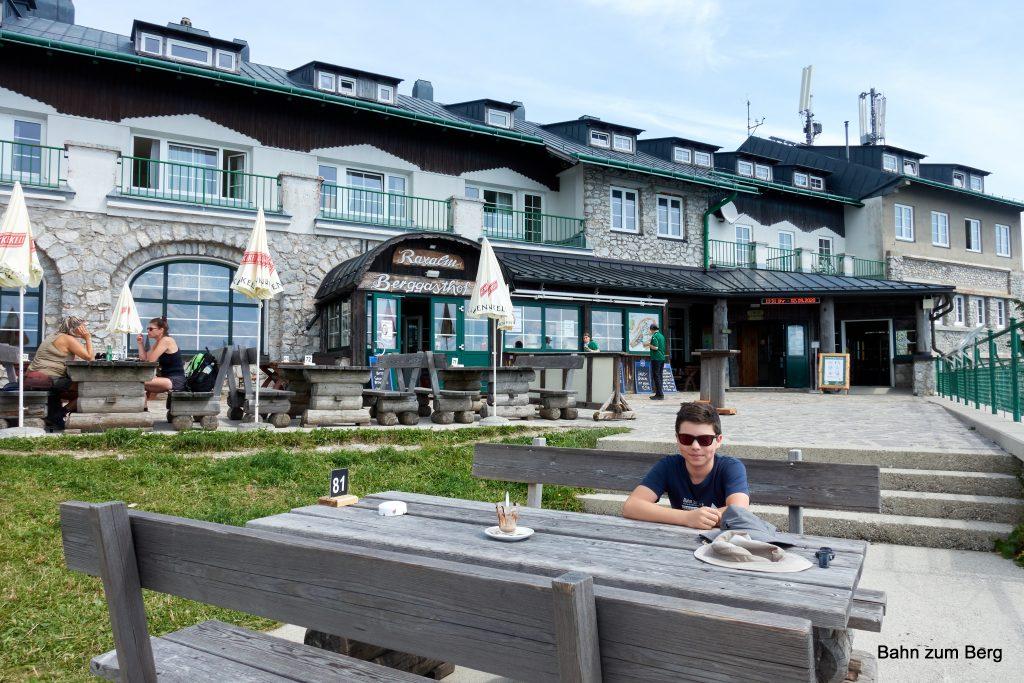 Mittagessen bei der Rax-Bergstation. Foto: Martin Heppner
