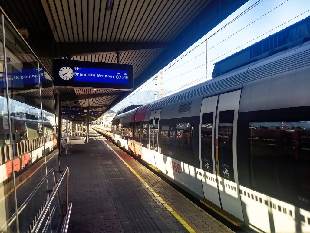 Abfahrt der S-Bahn Richtung Brenner. Foto: Nikolaus Vogl.