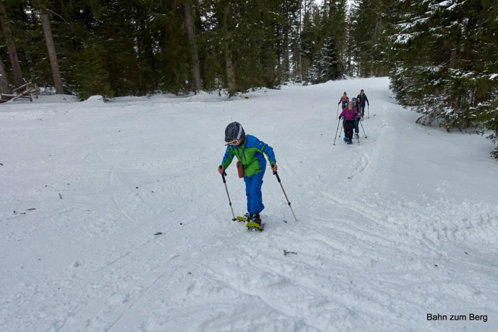 Viele Tourengeher, aber auch viele Schneeschuhwanderer sind hier unterwegs.