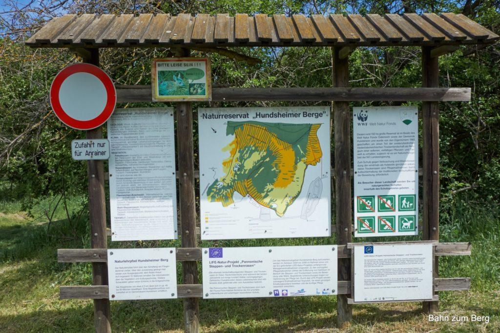 Informationstafel zum Naturreservat beim Sportplatz Hundsheim