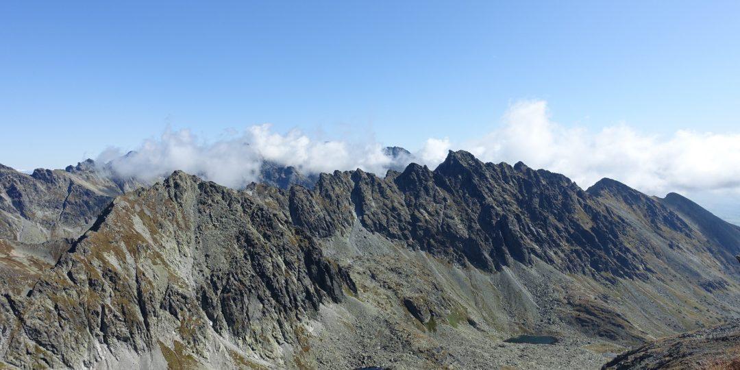 Der Rysy ist im Nebel hinter der Mlynicka dolina