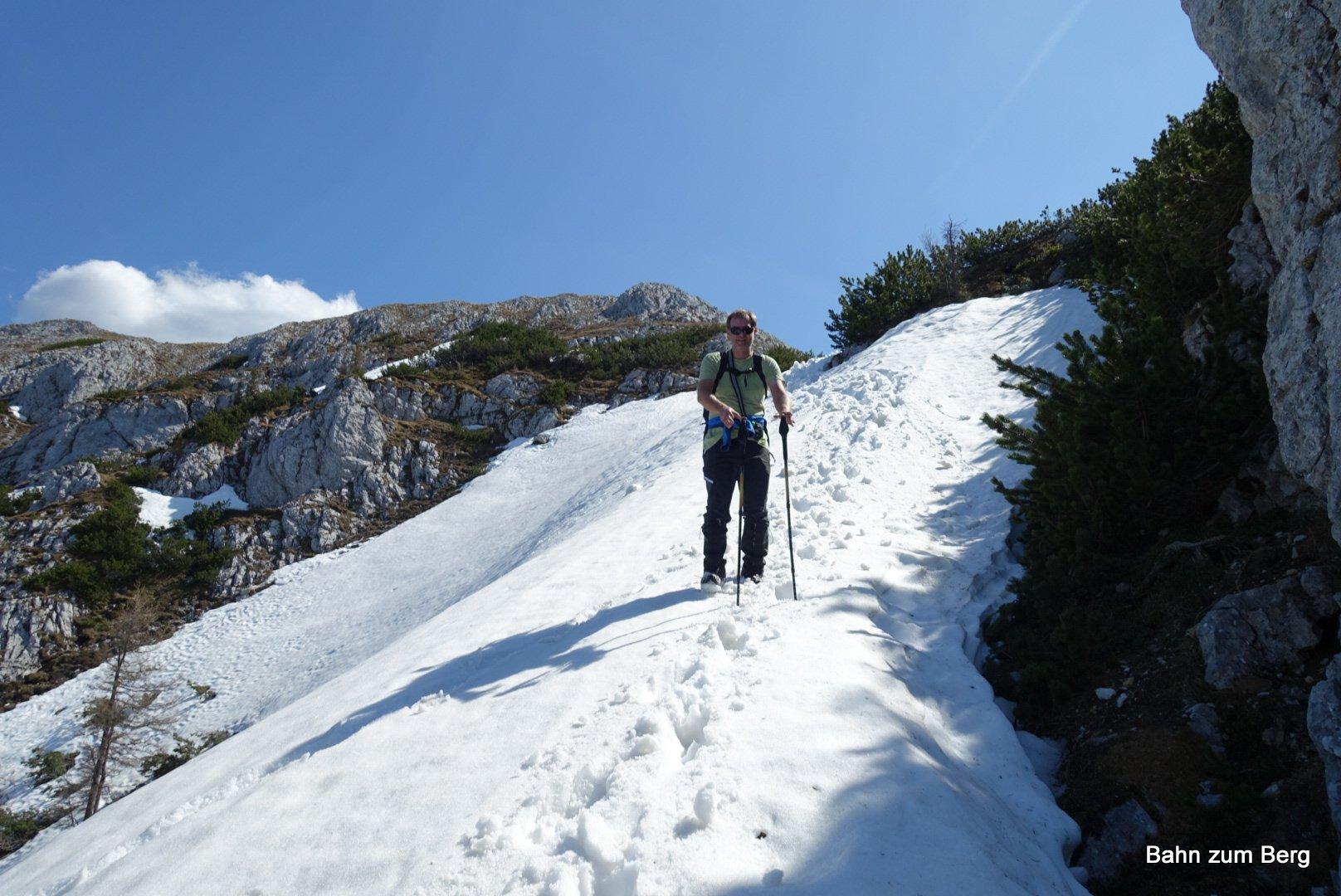 Wo wir den Weg nicht finden, wählen wir einen passenden Abstieg über den Schnee