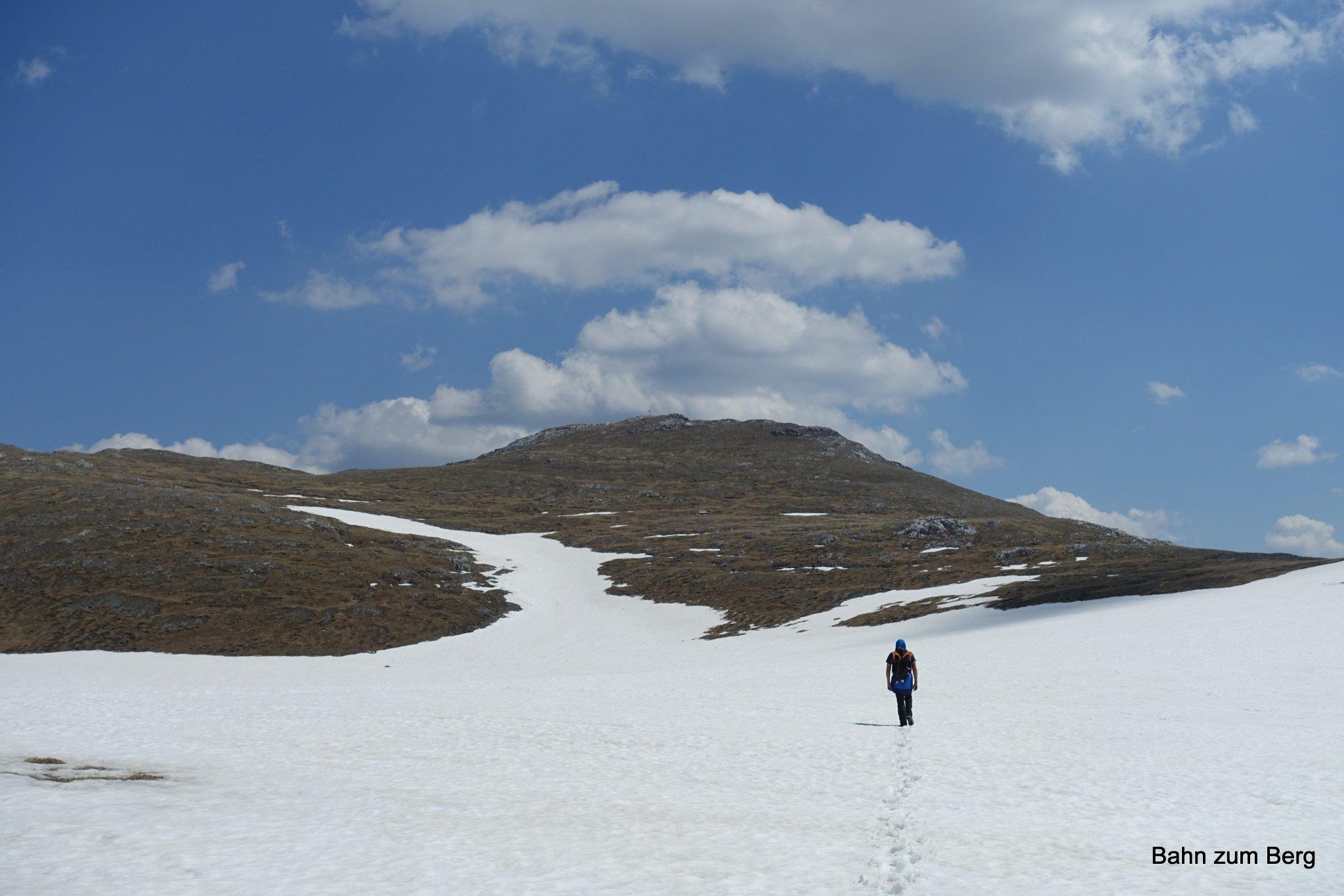 Nach dem Trawiessattel mit dem Gipfel in Sichtweite