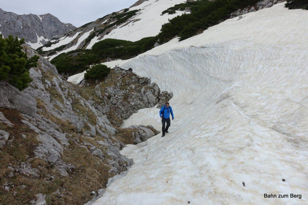 Am Jägermayersteig liegt Anfang Mai durchaus noch einiges an Schnee.