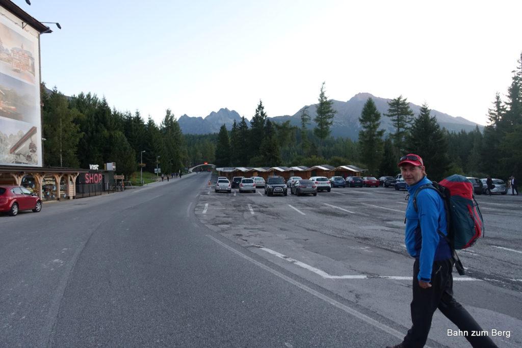 Am Weg vom Bahnhof in Štrbské Pleso zum Rysy (im Hintergrund in der Bildmitte)
