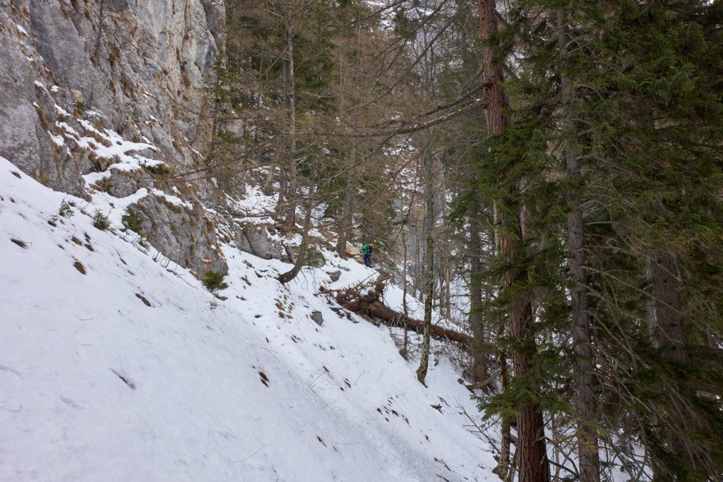...so ändert sich das rasch hin zu steil und schneebedeckt/rutschig.