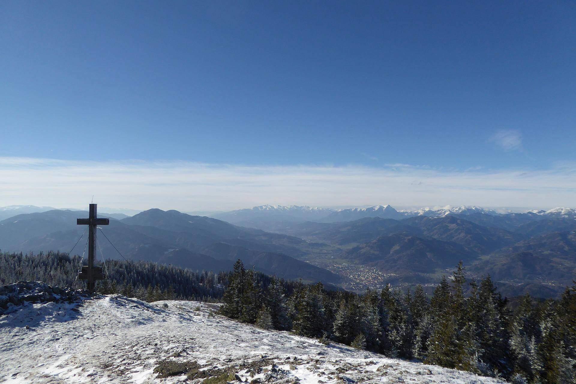 Die Aussicht vom Gipfel des Rennfelds ist sensationell!