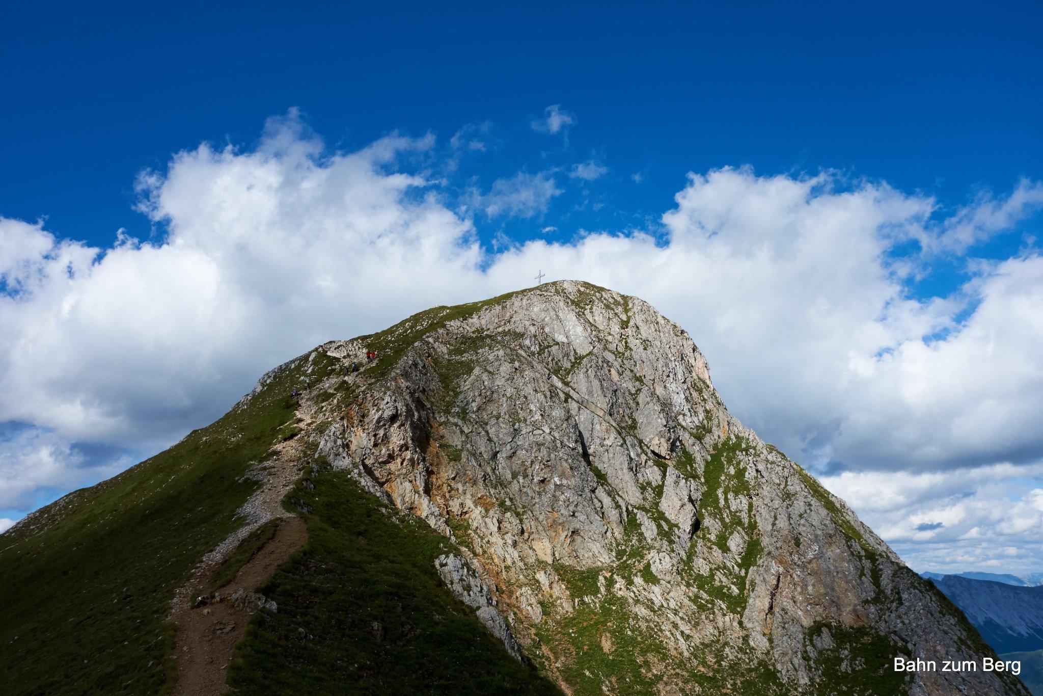 Der Gipfel des Eisenerzer Reichenstein vom Kamm zwischen Hütte und Gipfel aus fotografiert.