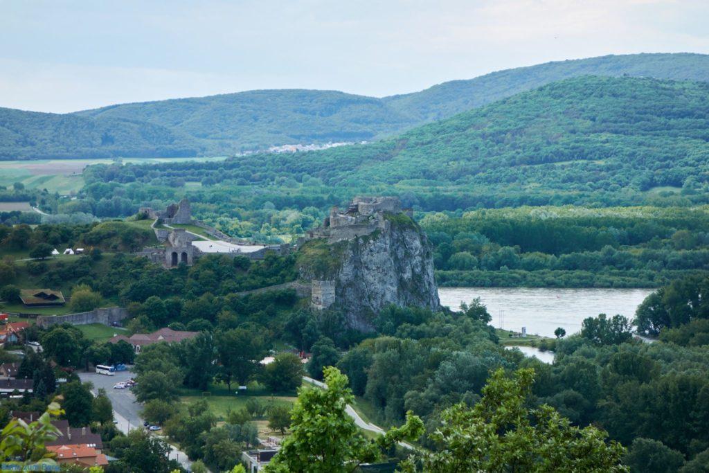 Blick auf die Burg Devín