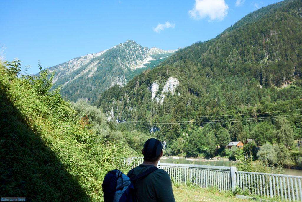 Blick vor der Ennsbrücke hinauf zum Tamischbachturm.