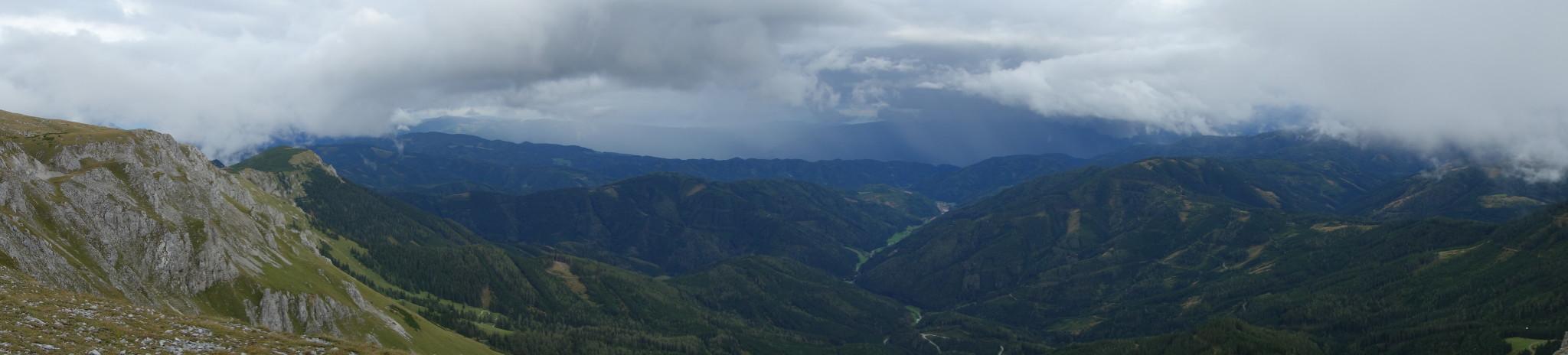 Panorama nach Süden, in der Mitte Dorf Veitsch.