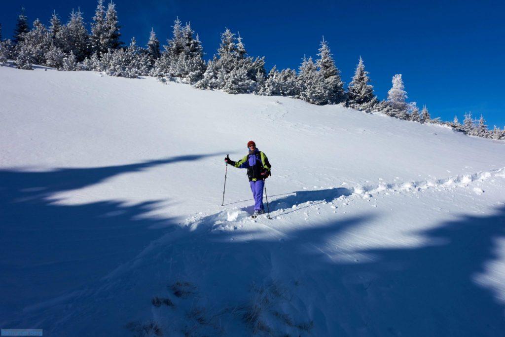 Die anspruchvollste Stelle der Schneeschuhwanderung ist hier bei der Querung um den kleinen Graben herum.