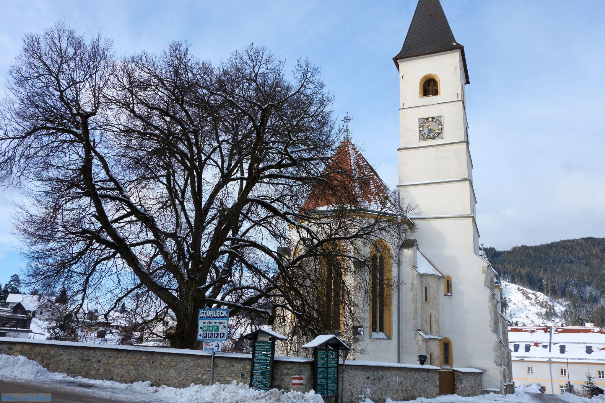 Kirche in Spital am Semmering, an der man auf der Ostseite Richtung Kaltenbachgraben vorbei gehen muss.