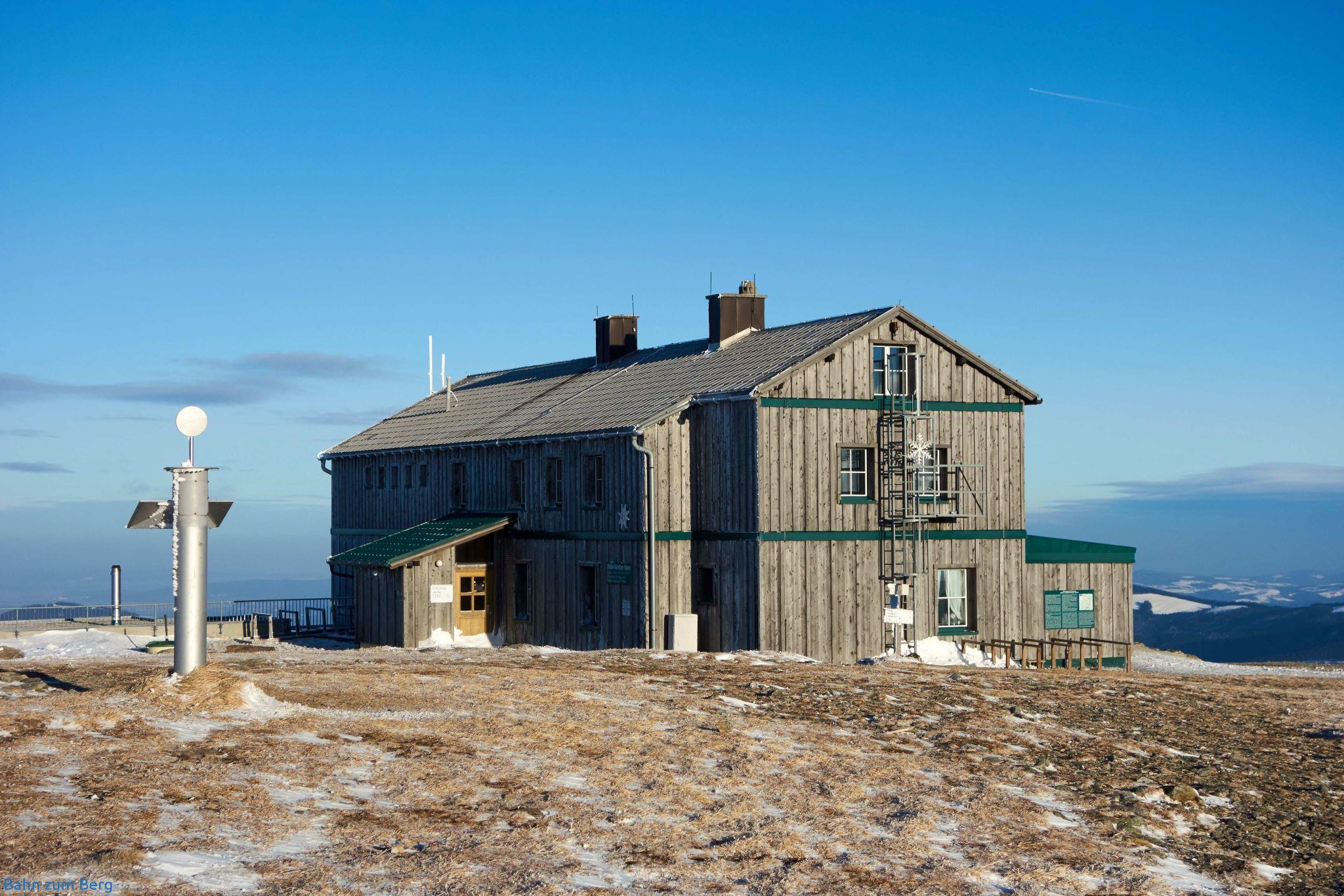 Alois-Günter-Haus. Fungiert auch als heimliche Bergstation für das Schigebiet Stuhleck.