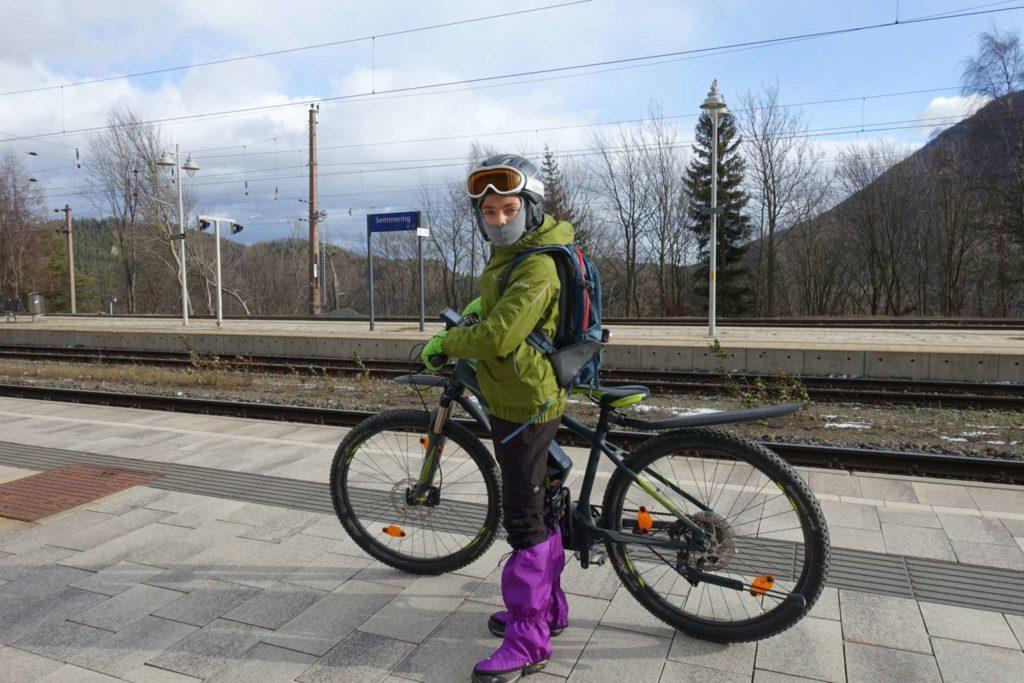 Warm justiert am Bahnhof Semmering