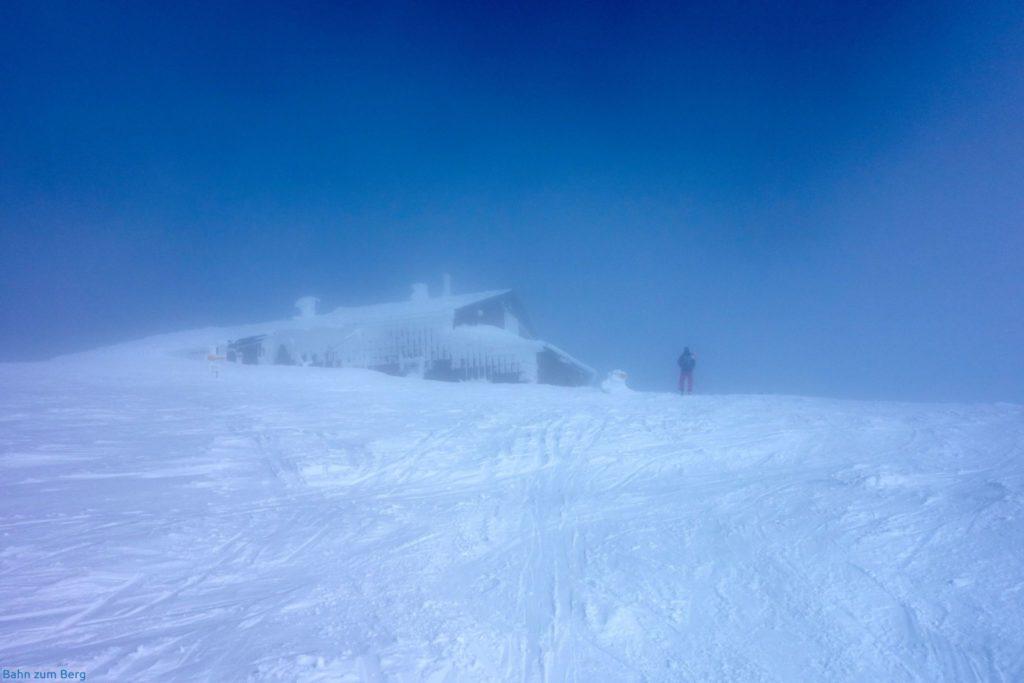 Fischerhütte im Nebel