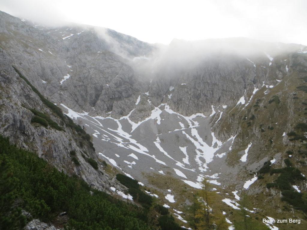 Der Weg führt im Bogen von links nach rechts durch das Kar. Foto: Didi T.