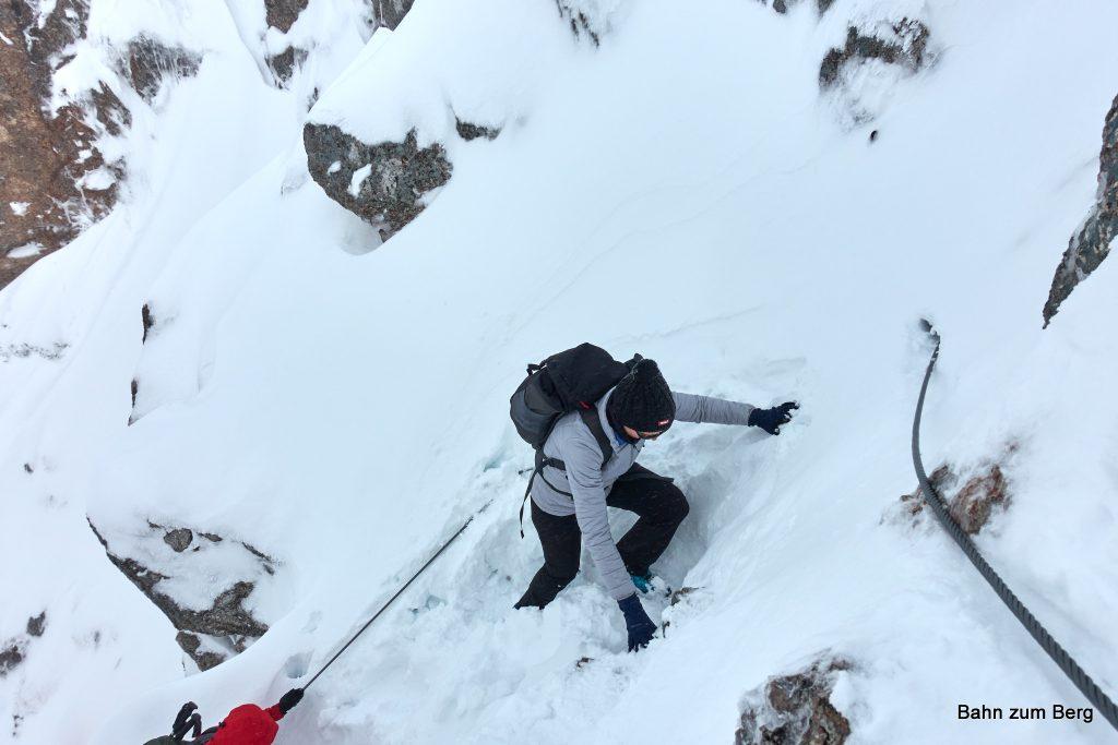 An zwei Stellen lag das Seil unterm Schnee. Foto: Martin Heppner