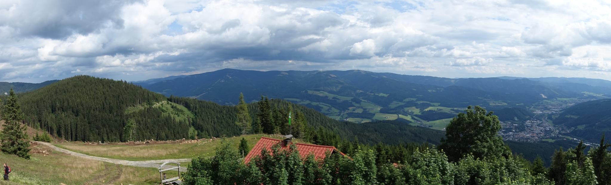 Panorama von der Großen Scheibe über das Dach der Scheibenhütte drüber.