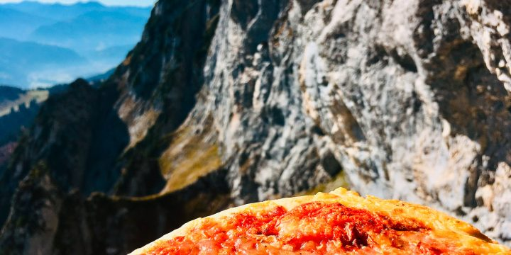 Wildfrauenhöhle mit Pizza