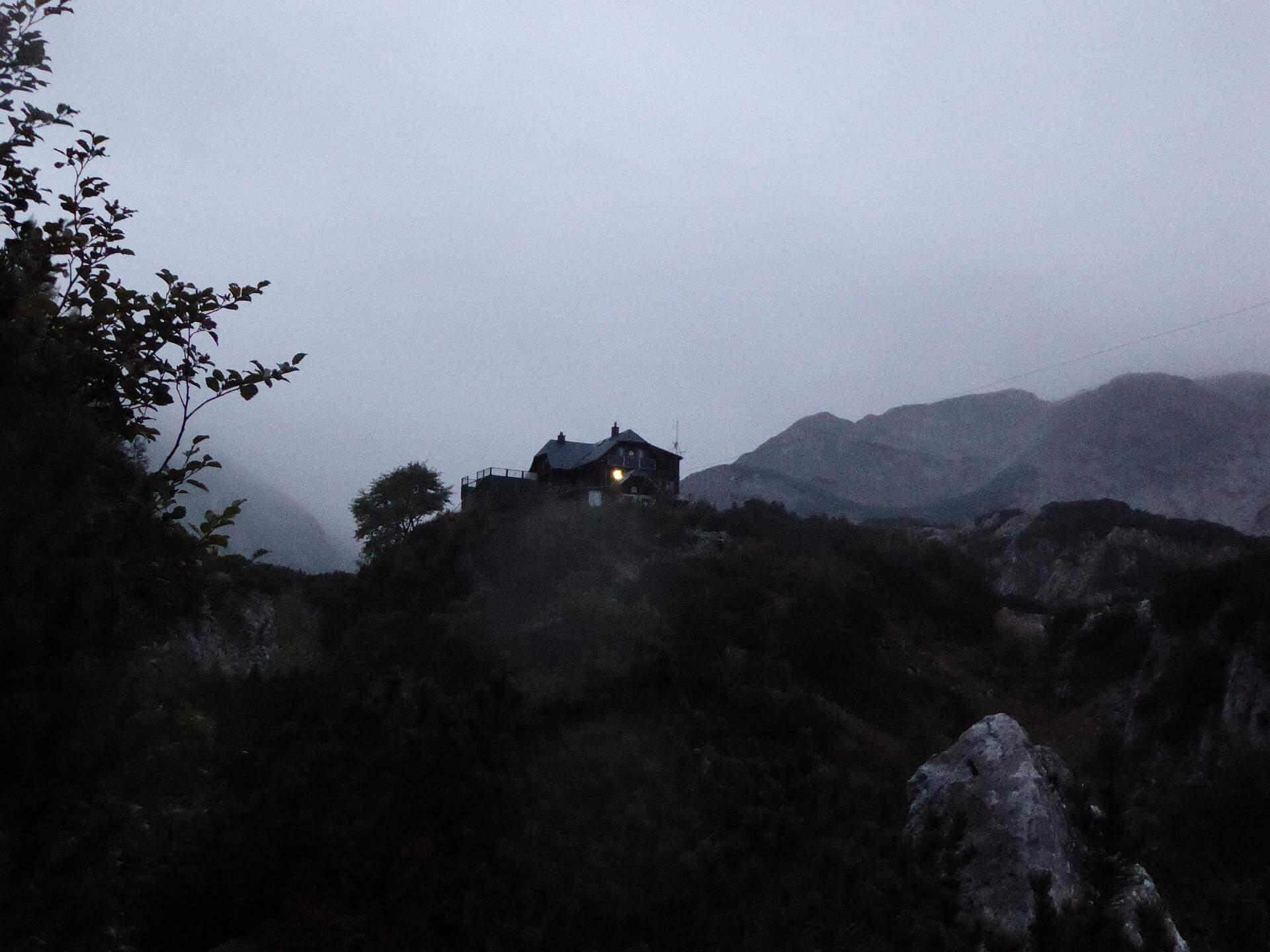 Voisthalerhütte in der Dämmerung. © 2015 HM