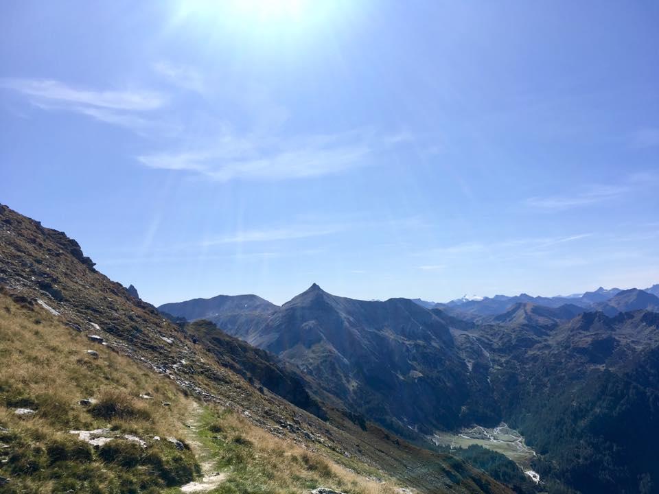 Giglach Höhenweg und unten die Ursprungalm. Foto Veronika Schöll