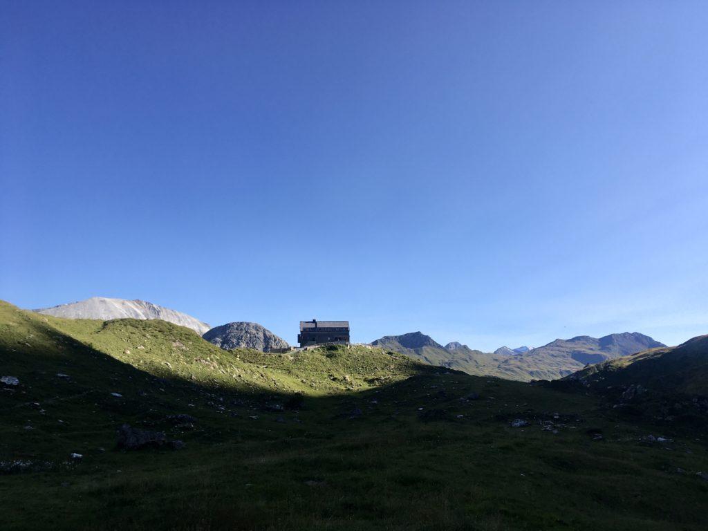 Gleich bin ich da auf der Franz Fischerhütte, links das Weißeck. Foto Veronika Schöll