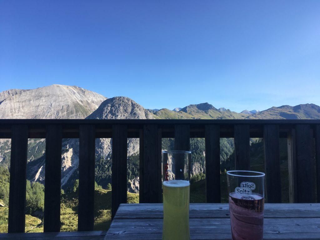 Ankommen und Abendessen auf der Franz Fischerhütte. Foto Veronika Schöll