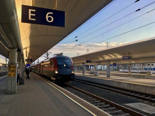 Railjet bei Linz. Foto: Stefan Hochhold