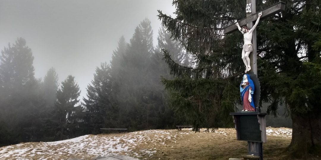 Am Gipfel mit dem markanten Kreuz. Foto: Nikolaus Vogl
