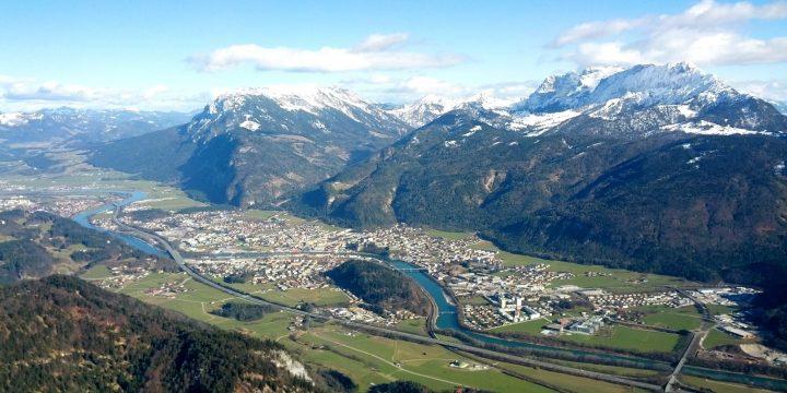 Ausblick im Frühjahr vom Pendling Richtung Kaisergebirge. Foto: Markus Büchler