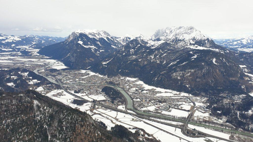 Ausblick im Winter vom Pendling Richtung Kaisergebirge. Foto: Markus Büchler
