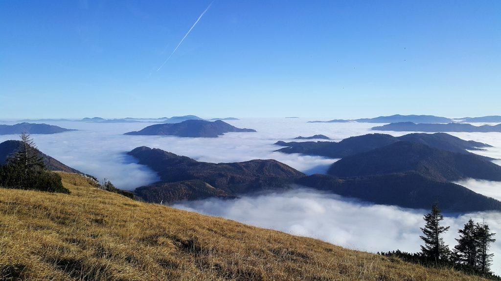 Nebelmeer vom Gipfel der Meßnerin