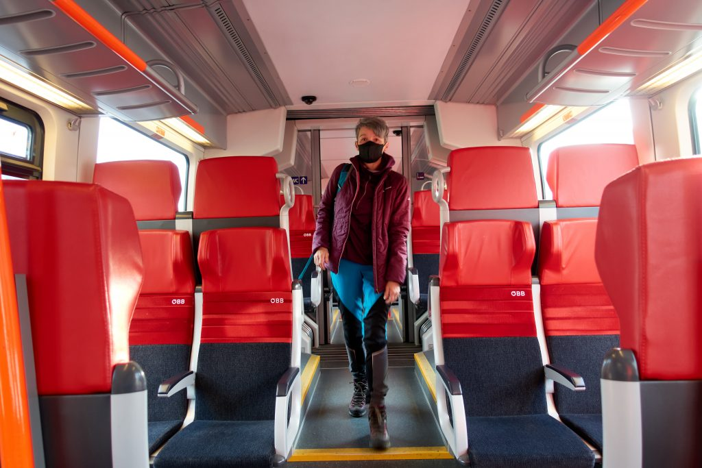 Catwalk ;-) im Zug nach Rottenmann (Stmk) Bahnhof. Foto Martin Heppner