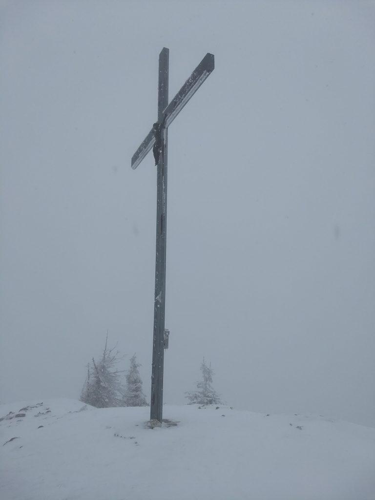 Gipfelkreuz im Nebel. Foto: Nikolaus Vogl