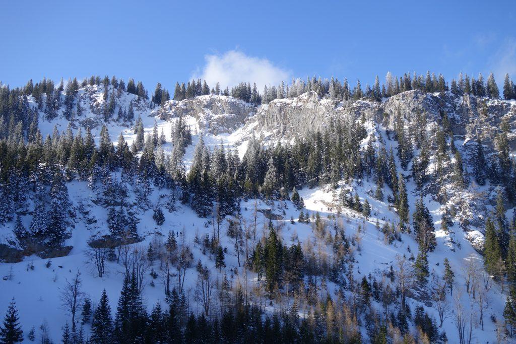 Auf dem Fadenweg Blick zur Rampe Richtung Almgatterl. Foto: Alpenverein Edelweiss