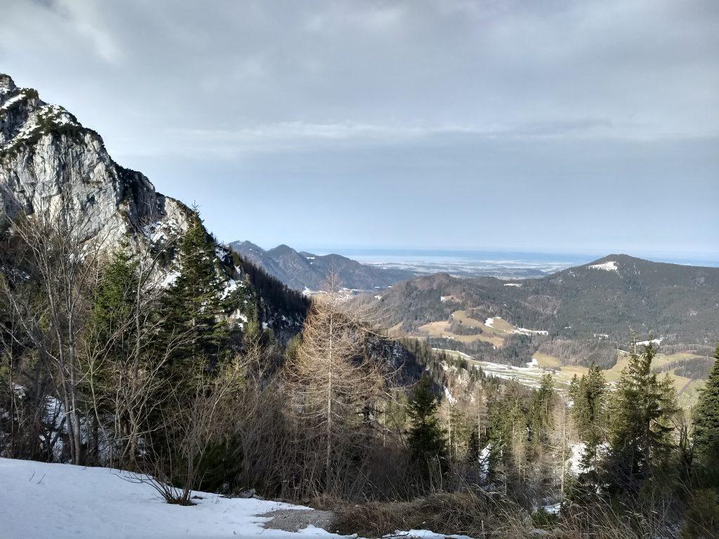 Im Abstieg, Blick zum Chiemsee. Foto: Nikolaus Vogl