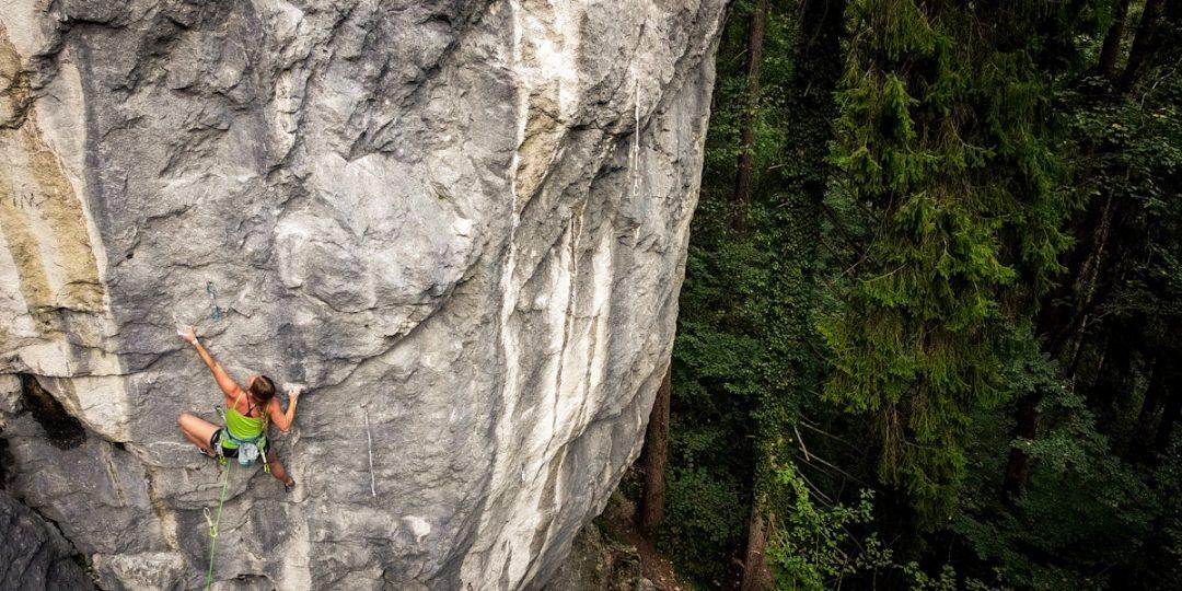 Klettern im schweren Wandbereich von Morsbach. Foto: Johannes Ingrisch