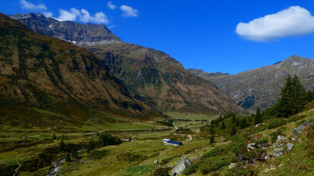 Blick vom Anstieg zur Hütte zurück ins Nassfeld - links Schareck. Foto: Karl Plohovich