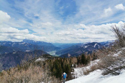 Vorbei an der Schwarzbeeralm hinauf zum Gipfel. Fotos Veronika Schöll