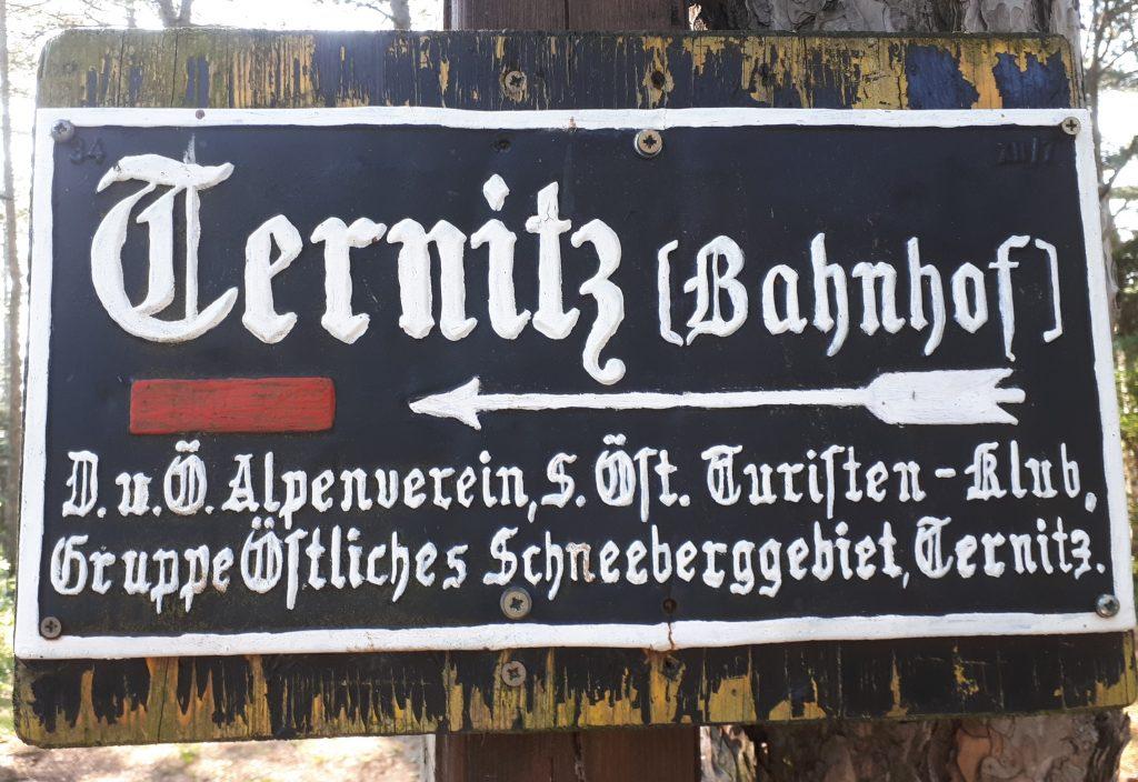 Antiker Wegweiser nach Ternitz