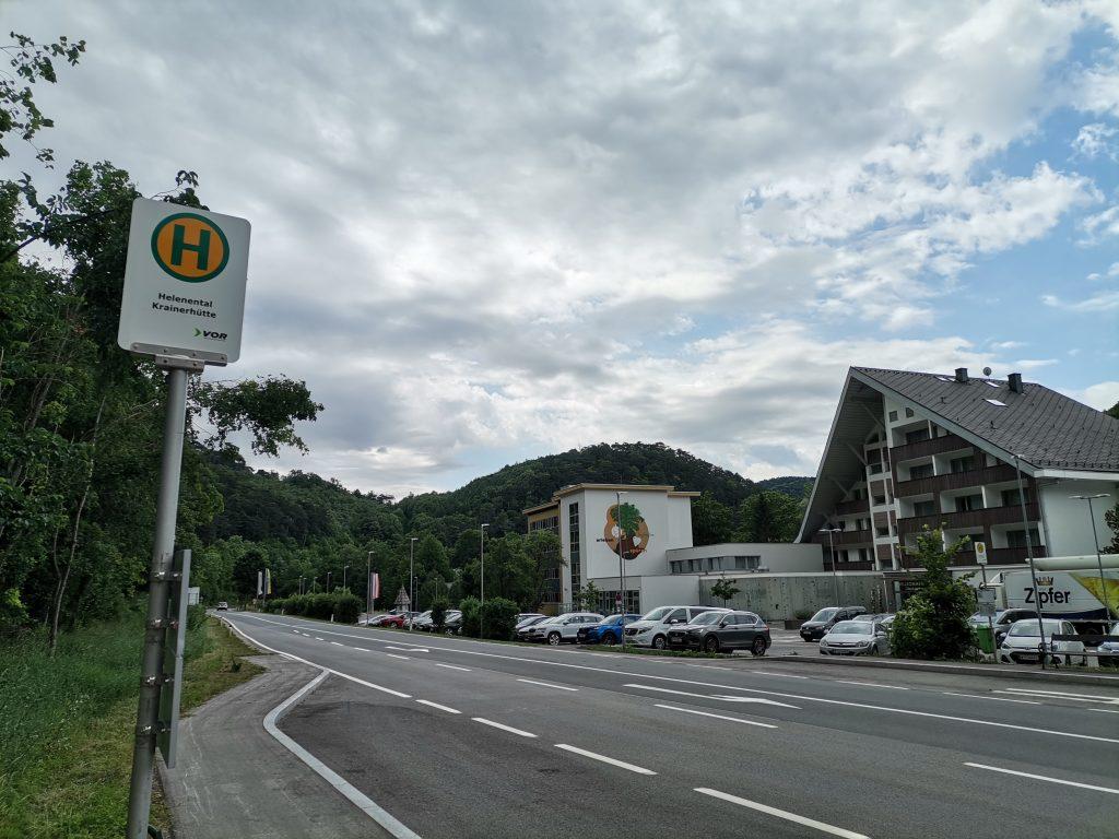 Haltestelle Helenental Krainerhütte. Foto Veronika Schöll