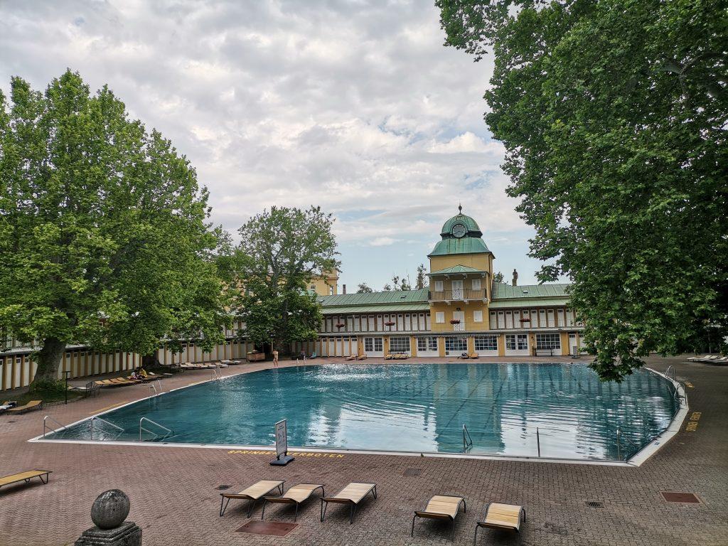 Das Blaue Becken im Thermalbad Bad Vöslau. Foto Veronika Schöll