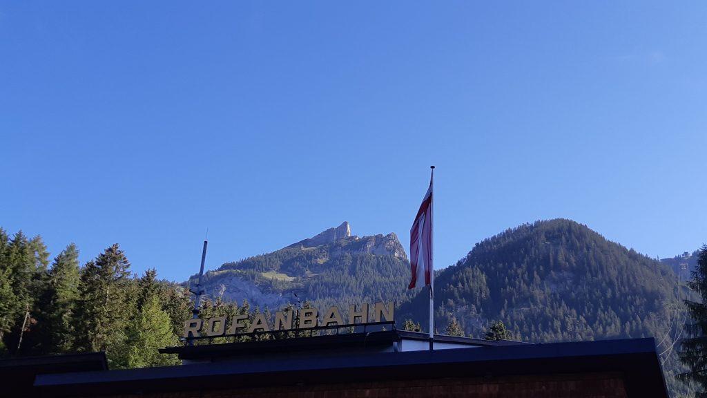 Von der Talstation sieht man schon unseren ersten Gipfel, die Rotspitze. Foto: Konrad Gwiggner