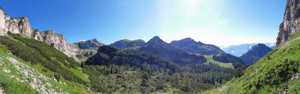 Ausblick in den Rofan während des Aufstiegs zur Rotspitze. Foto: Konrad Gwiggner