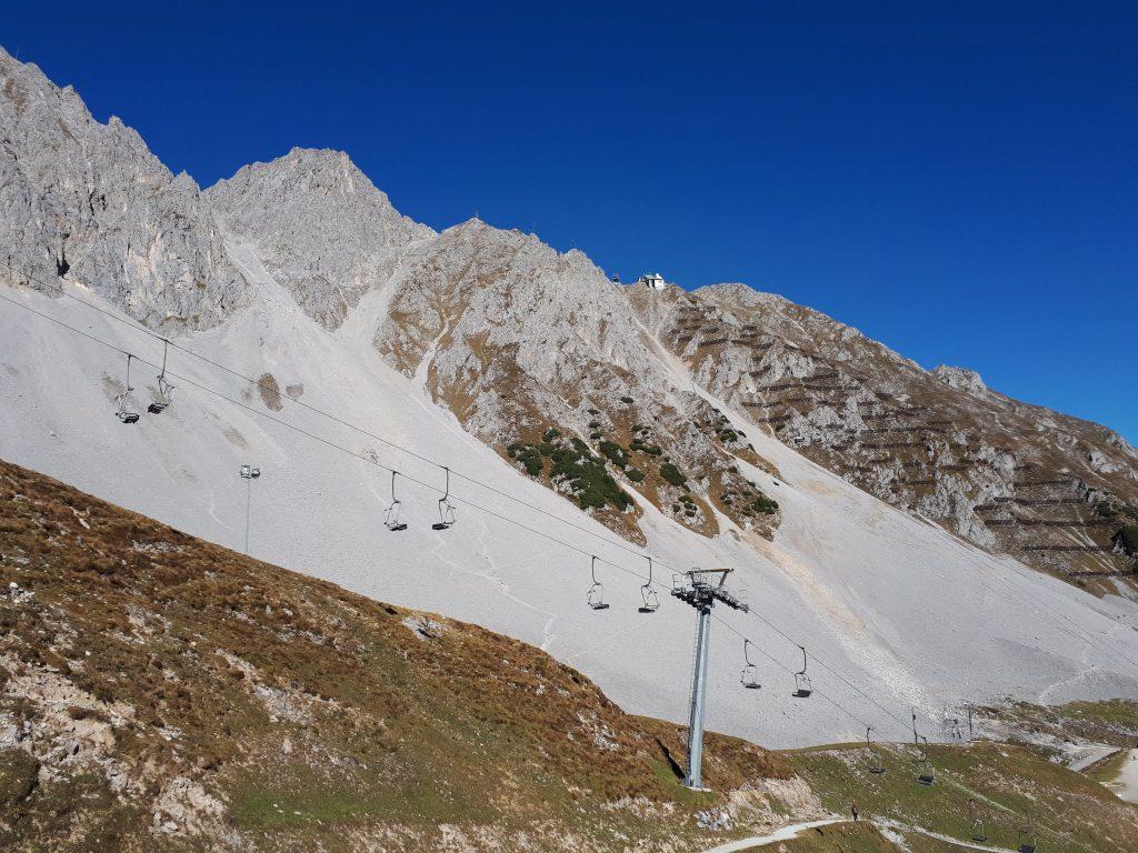 Das Skigebiet Seegrube mit der Hafelekar Bergstation im Huntergrund. Foto: Konrad Gwiggner