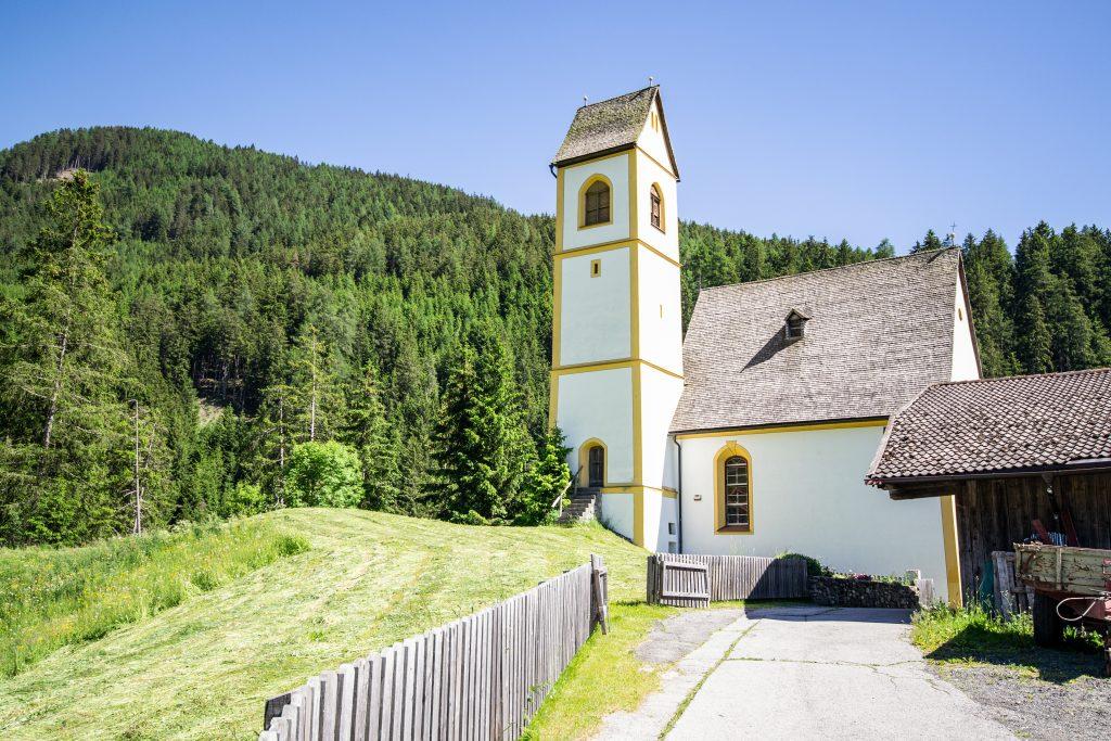 Kirchlein St. Kathrein am Hügel. Foto &copy Tourismusverband Wipptal
