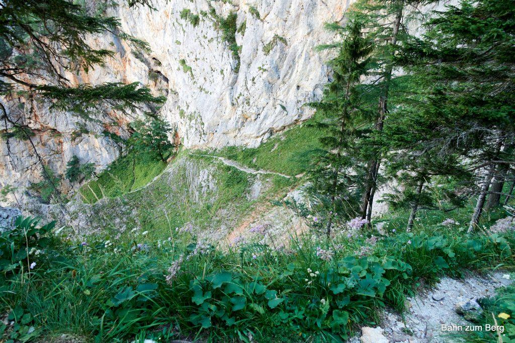 Der Alpenvereinssteig enthält immer wieder unversicherte Gehpassagen. Foto: Martin Heppner
