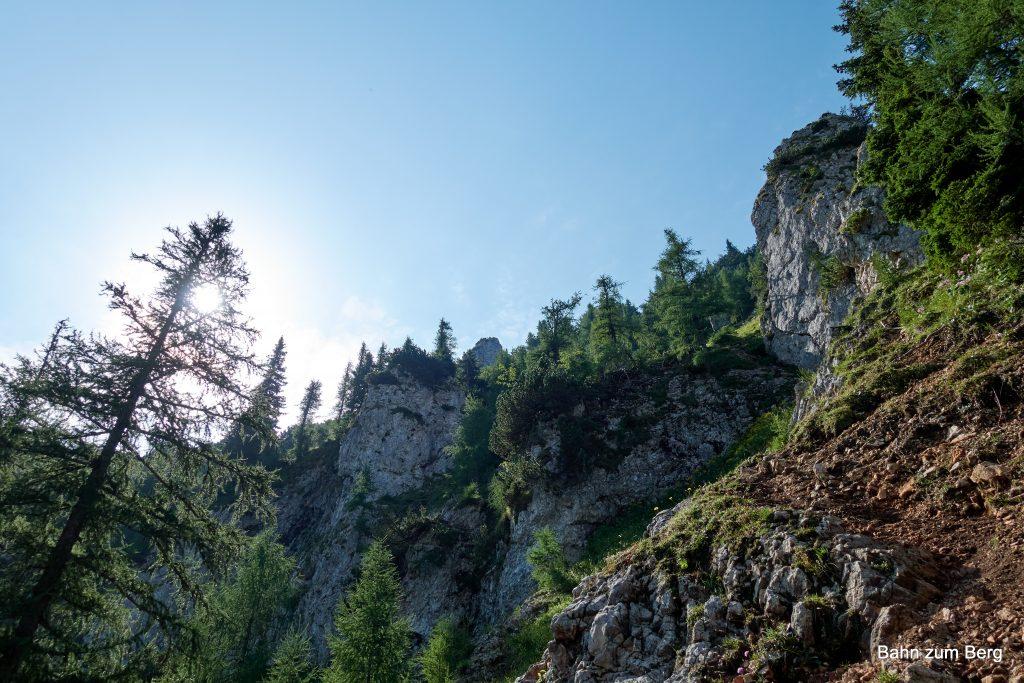 Der Felsen in der Mitte, ganz oben, ist die Höllentalaussicht. Foto: Martin Heppner