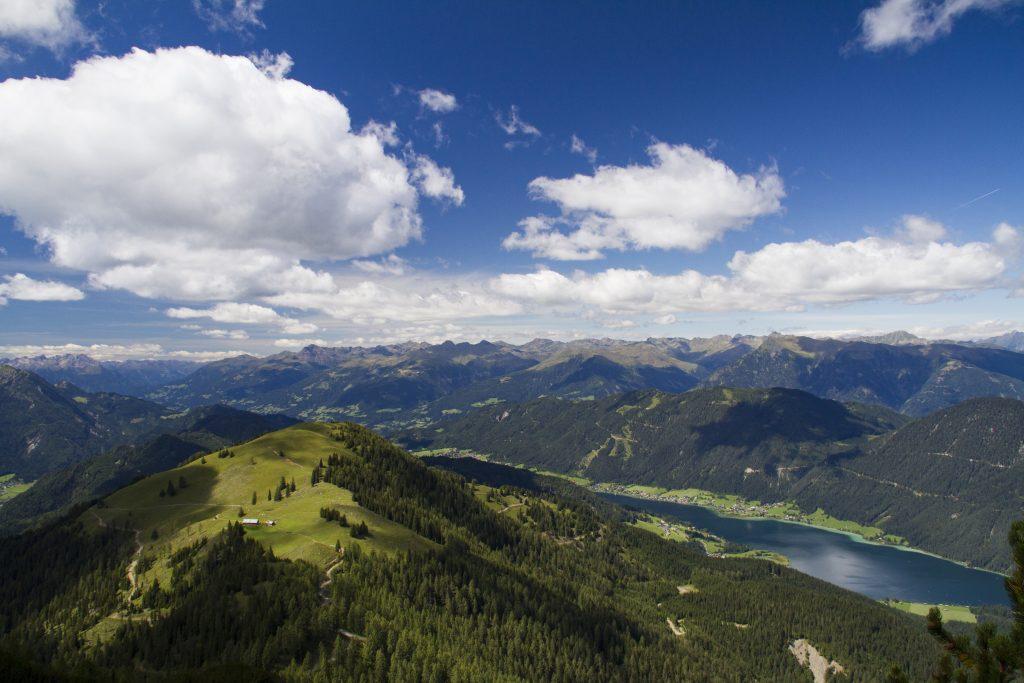 Blick vom Golz auf den Weissensee. Foto Alpine Pearls